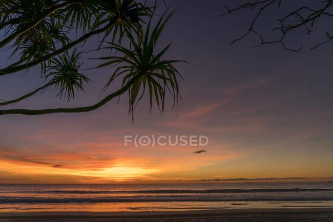 Coucher de soleil sur la plage, Ngwesaung, Myanmar, Asie — Photo de stock