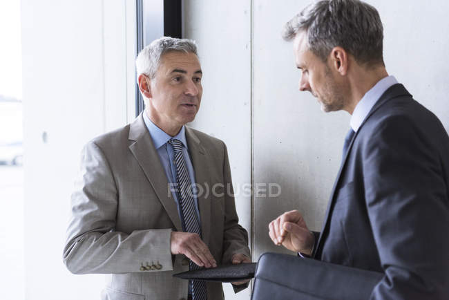 Businessmen having informal meeting — Stock Photo