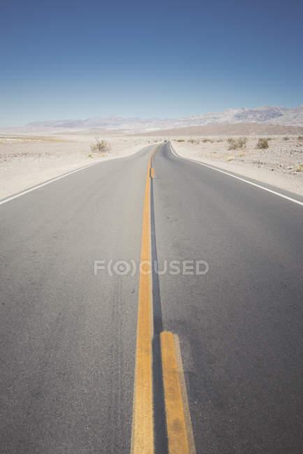 États-Unis, Californie, Death Valley, route déserte — Photo de stock