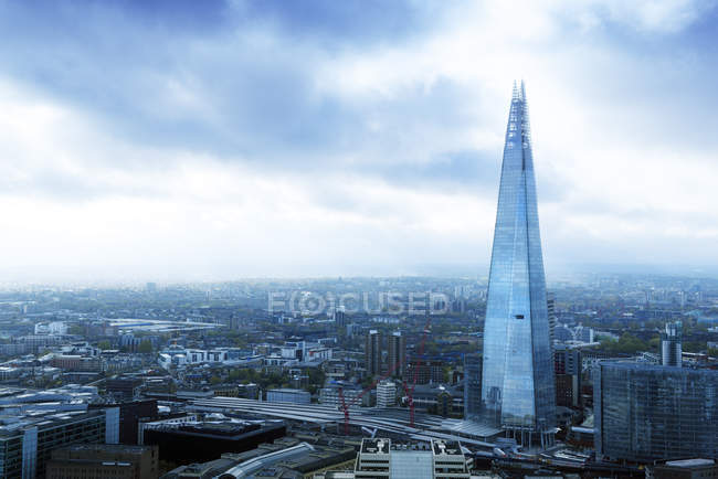 UK, London, bird 's eye view of London with the skyscraper The Shard — стоковое фото
