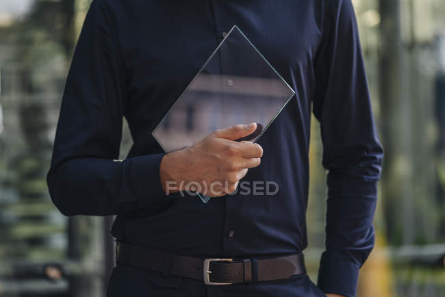 Cropped view of man holding glass screen — Stock Photo