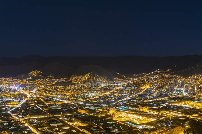 Vista noturna de Cusco com luzes, Peru — Fotografia de Stock