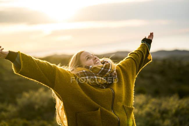 Woman enjoying nature — Stock Photo