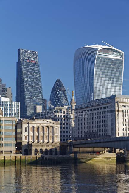 Лондонська Skyline Walkie Talkie будівлі, Ліденхолським будівлі і огірка-корнішона, Лондон, Великобританія, Європа — стокове фото