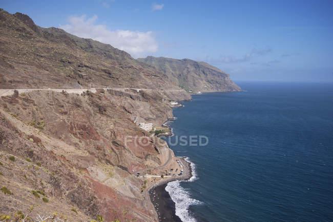 Vista panorâmica sobre a costa e falésias, em Igueste, Tenerife, Ilhas Canárias, Espanha. — Fotografia de Stock