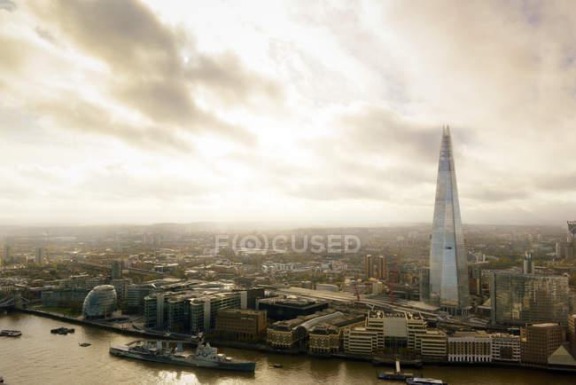 Royaume-Uni, Londres, vue aérienne de Londres avec la Tamise et le gratte-ciel The Shard — Photo de stock