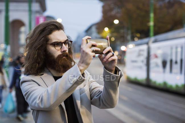 Mann, der selfie nimmt — Stockfoto