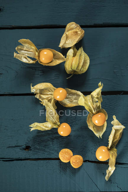 Whole and halved physalis — Stock Photo