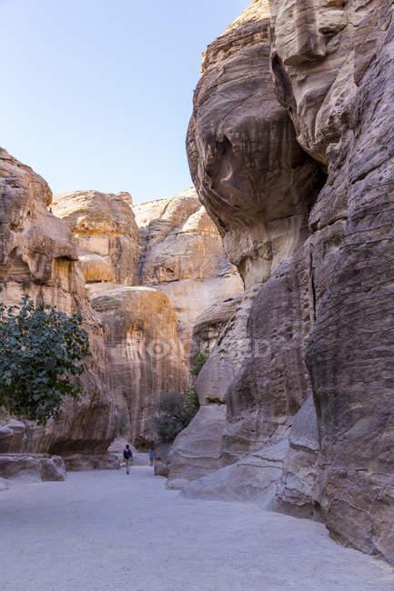 Jordan, Petra, The Siq, Entrance to the rock-cut city — Stock Photo