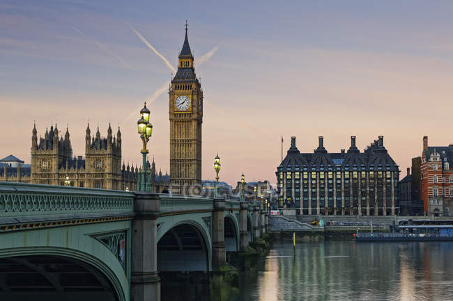 Palais de Westminster, les chambres du Parlement et de Big Ben, Westminster Bridge, London, Uk — Photo de stock