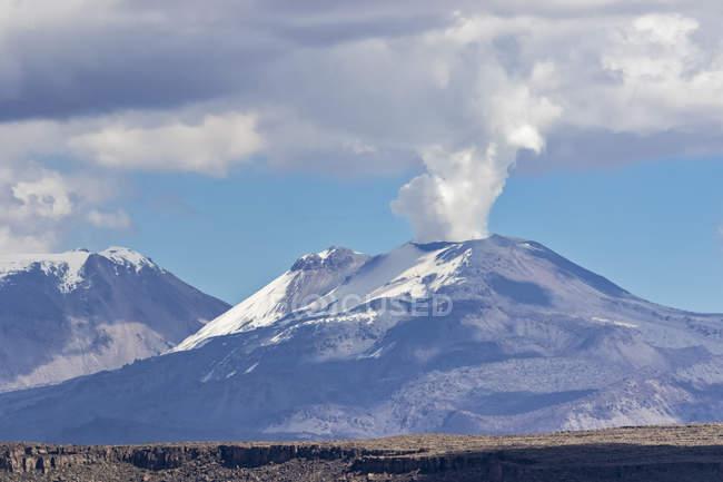 Peru, Andes, Patapampa Pass, Scenic landscape with Sabancaya volcano view — Stock Photo
