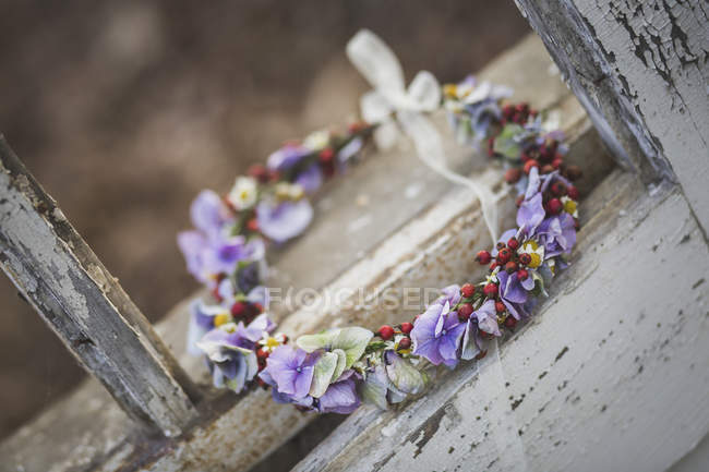 View of flower wreath on wooden surface of window — Stock Photo