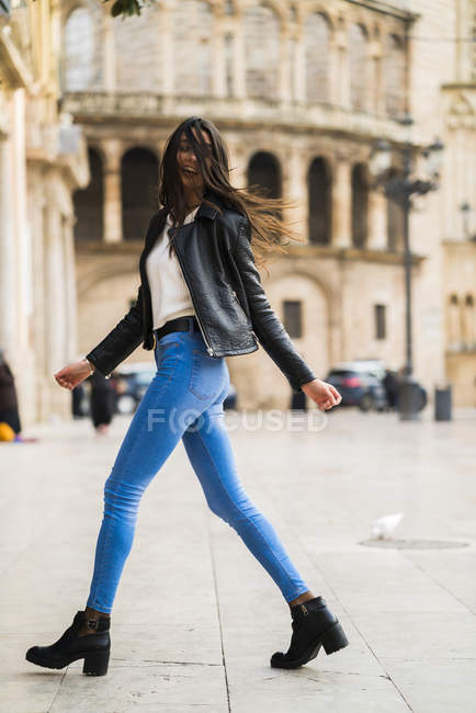 Beutiful young woman walking by the street — Stock Photo