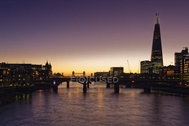 The Shard Tower and Tower Bridge no fundo, Tâmisa, Londres, Inglaterra, Reino Unido, Europa — Fotografia de Stock