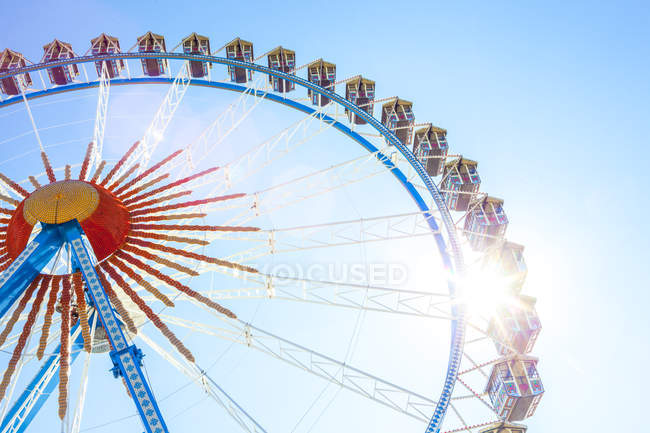 Німеччина, Баварія, Мюнхен, Октоберфест та подання оглядове колесо на ярмарку — стокове фото