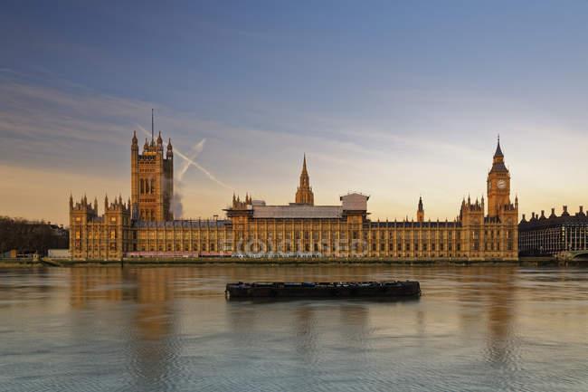 Вестминстерский дворец, Палаты Парламента и Биг-Бен, Вестминстерский мост, Лондон, Англия — стоковое фото