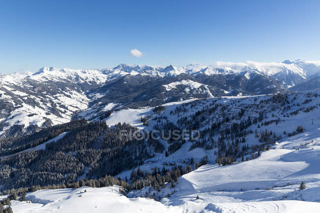 Austria, Stato di Salisburgo, Sant Johann Im Pongau, catena montuosa Radstaedter Tauern in inverno — Foto stock