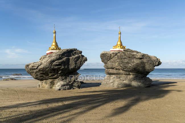 Пагод на пляжі, Ngwesaung, М'янмі, Азії — стокове фото