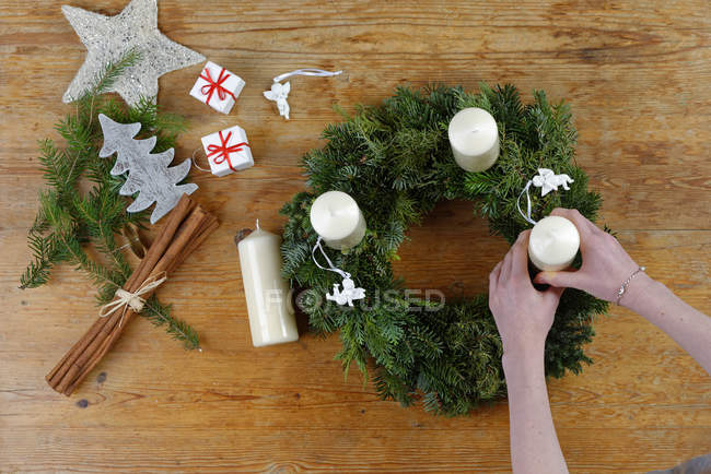 Overhead view of Preparing of an Advent wreath — Stock Photo