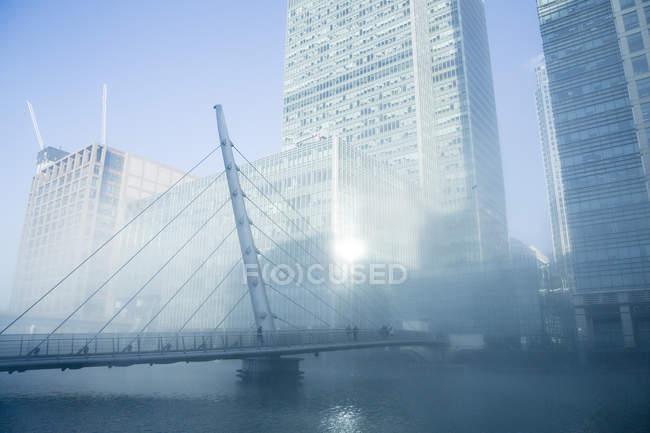 Bridge in fog over water, London, United Kingdom — Stock Photo