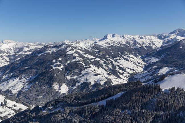 Austria, Stato di Salisburgo, sankt johann im pongau, comprensorio sciistico in montagna in inverno — Foto stock