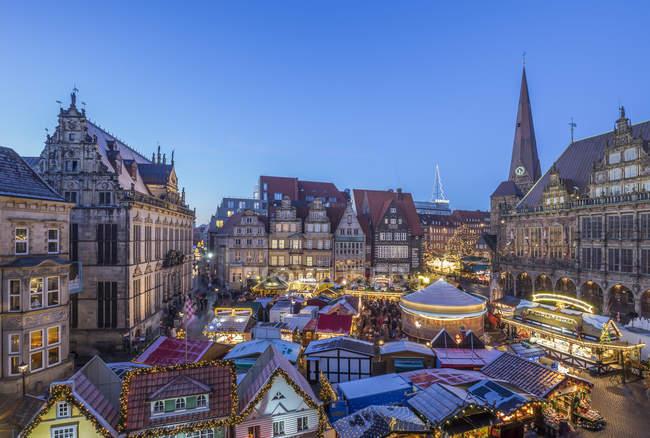 Weihnachtsmarkt am Abend in Bremen — Stockfoto