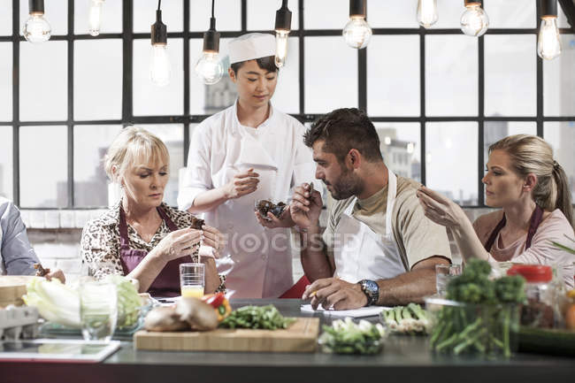 Group of people taking cooking course — Stock Photo