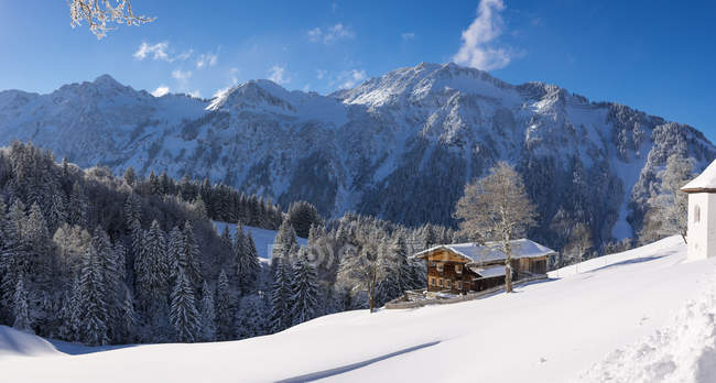 Germany, Bavaria, Allgaeu, Allgaeu Alps, Gerstruben in winter — стоковое фото