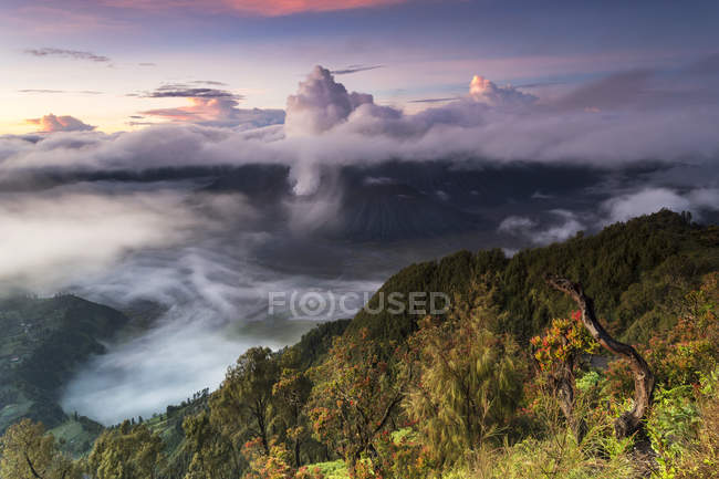 Indonesia, East Java, Bromo Tengger Semeru National Park, Mount Bromo, Mount Semeru, Gunung Penanjakan viewpoint — Stock Photo