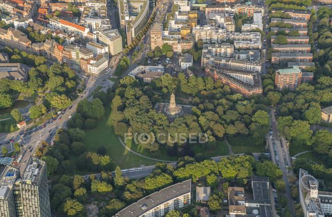 Parc Alter Elbpark et monument Bismarck — Photo de stock