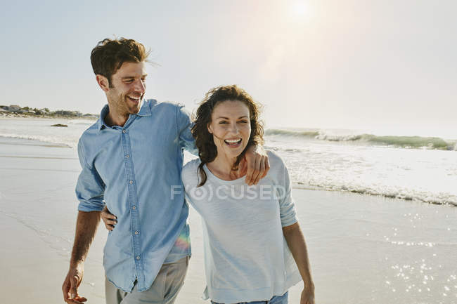 Portrait of smiling mid adult couple on beach — Stock Photo