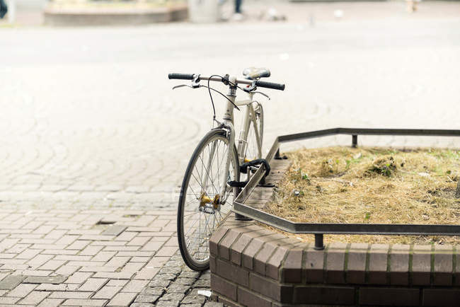 Daytime view of one locked bicycle on the street — Stock Photo