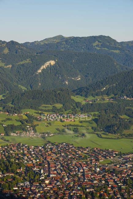 Германия, Бавария, Альгеу, вид от Шаттенберга до Остштадта — стоковое фото