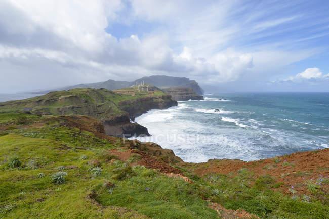 Vista de Portugal, Madeira, desde a península Oriental Ponta Sao Lourenco na Madeira — Fotografia de Stock