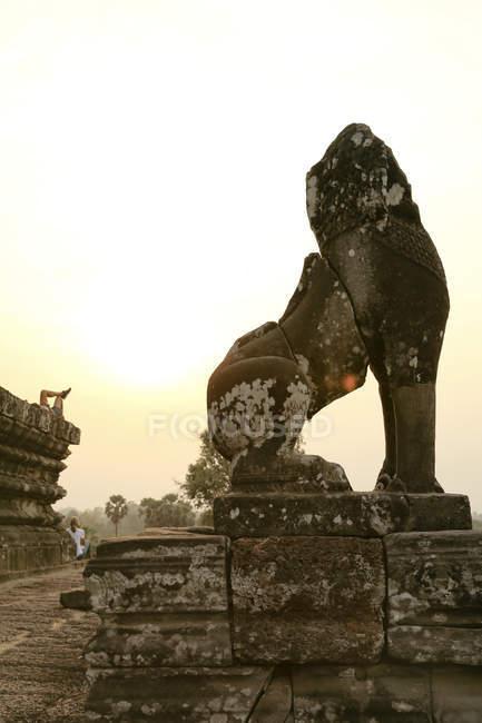 Cambodia, Angkor, Ankor Wat, sculpture near Pre Rup temple — Stock Photo
