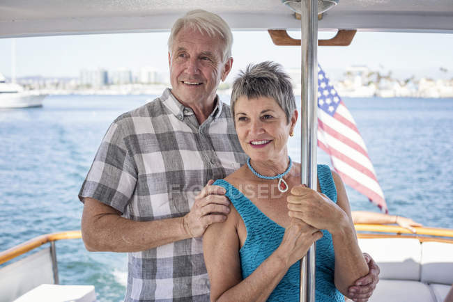 Smiling couple on a boat trip standing together and looking at view — Stock Photo