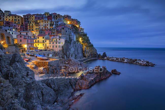 Italy, Liguria, province of La Spezia, Cinque Terre, Manarola at dawn — Stock Photo