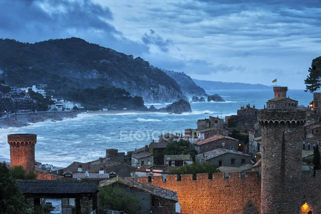Spagna, Costa Brava, Tossa de Mar, Città Vecchia al tramonto — Foto stock