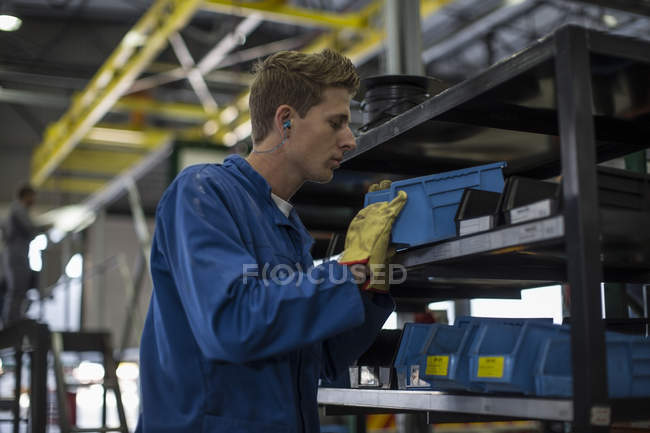 Focused worker operating tools in truck manufacturing factory — Stock Photo
