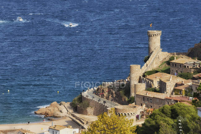 Spagna, Costa Brava, Tossa de Mar, Città Vecchia e Mar Mediterraneo — Foto stock