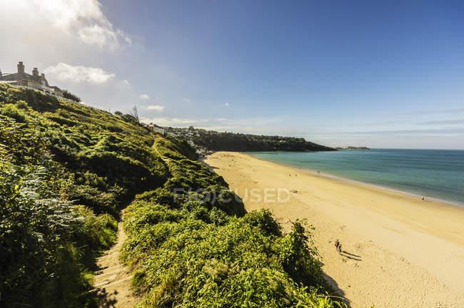 Reino Unido, Inglaterra, Cornwall, St Ives, playa en la bahía de Carbis - foto de stock