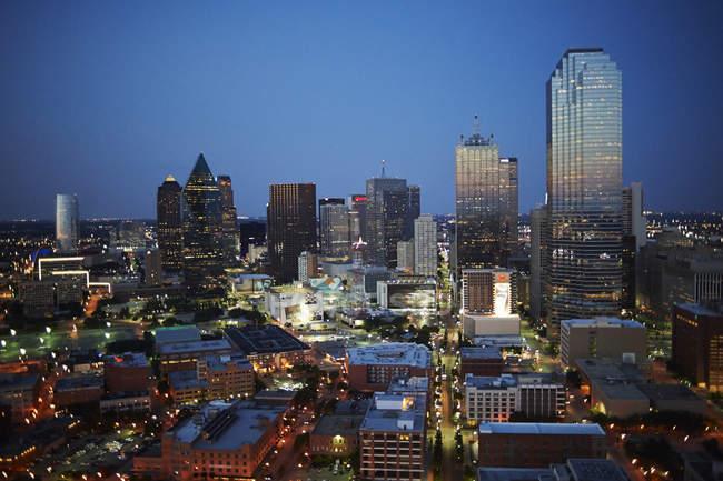 Vista aerea di Stati Uniti, Texas, sullo skyline di Dallas al crepuscolo — Foto stock