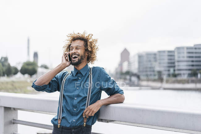 Young man using smartphone outdoors — Stock Photo