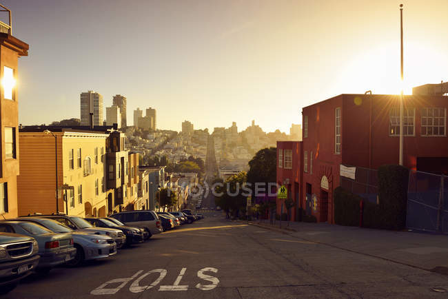 USA, California, San Francisco, Sunset cityscape view with cars parked at street — Stock Photo