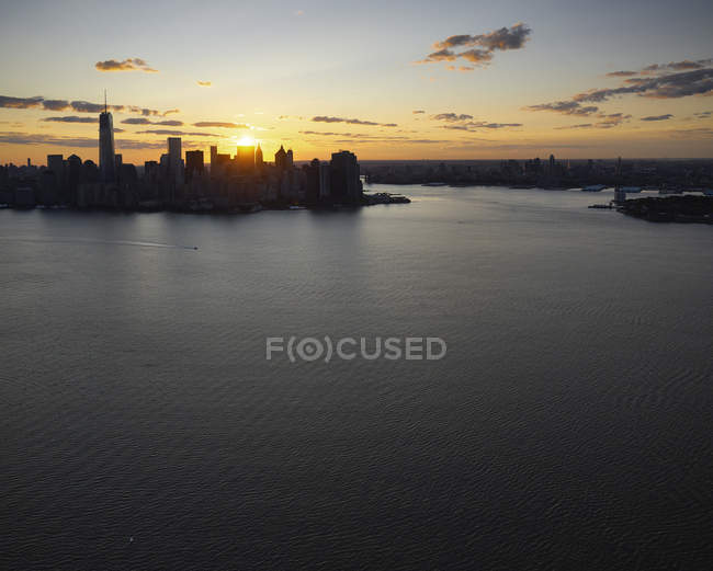 Fotografia aérea da cidade de Lower Manhattan, Nova Iorque, Nova Iorque, nós ao nascer do sol. — Fotografia de Stock