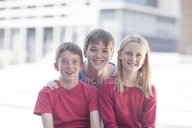 Portrait of happy Best friends sitting together on street — Stock Photo