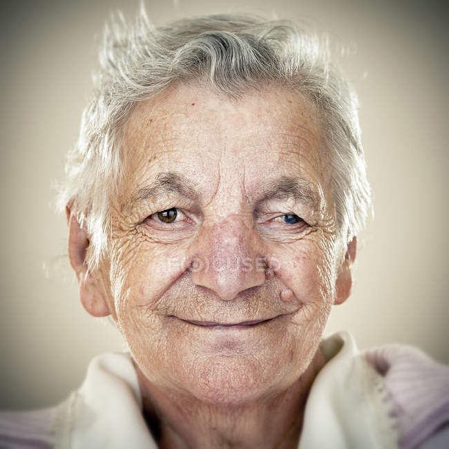 Portrait of smiling senior woman looking at camera — Stock Photo