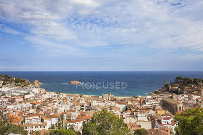 España, Costa Brava, Tossa de Mar, vista aérea de la ciudad y el mar Mediterráneo - foto de stock