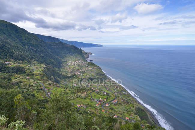 Vista de Portugal, da Madeira, do Arco de Jorge então na costa norte — Fotografia de Stock
