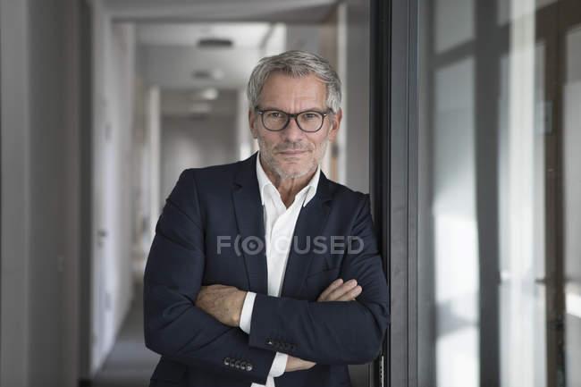 Homme d'affaires en fonction — Photo de stock